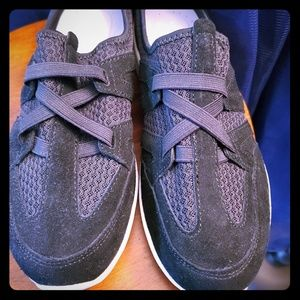 Easy Spirit slip on gym shoes